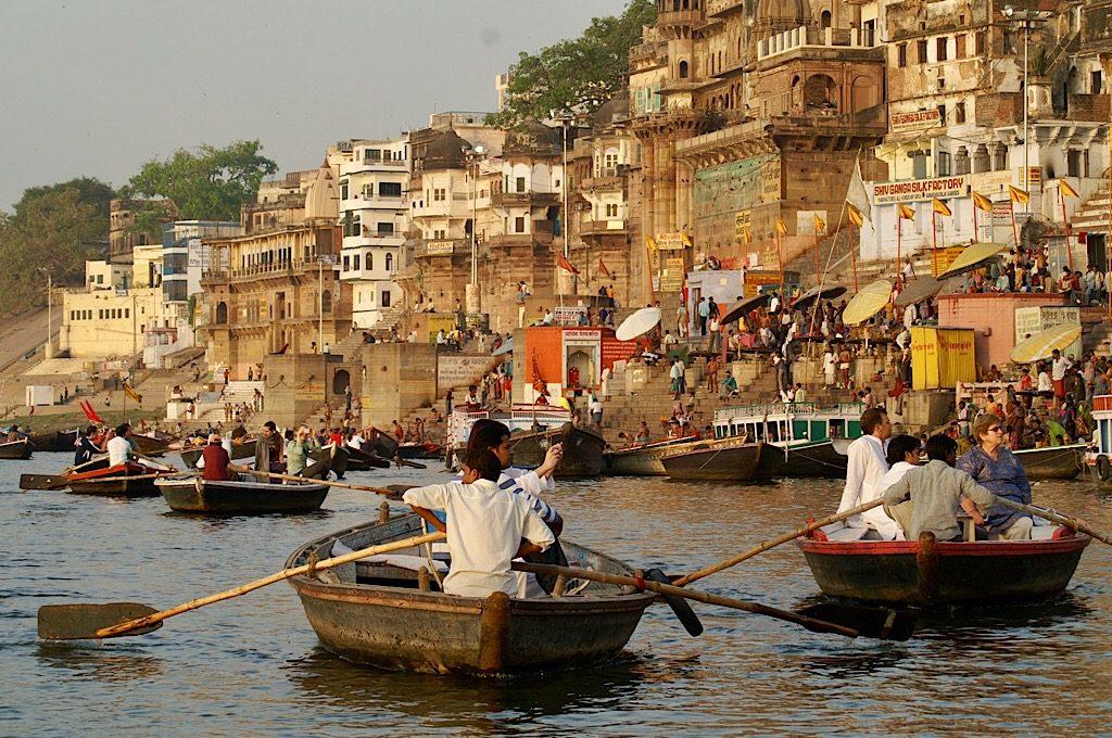Met een bootje langs de ghats