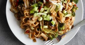 Noodles met Chinese zwarte bonensaus