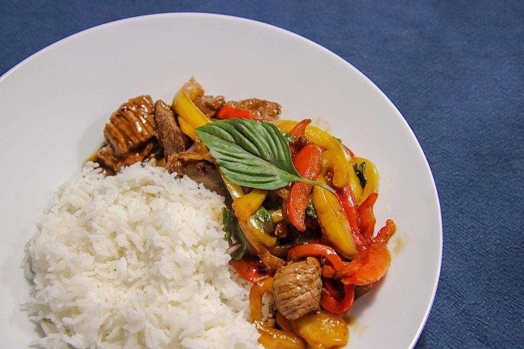 Cambodjaanse biefstuk met paprika en basilicum