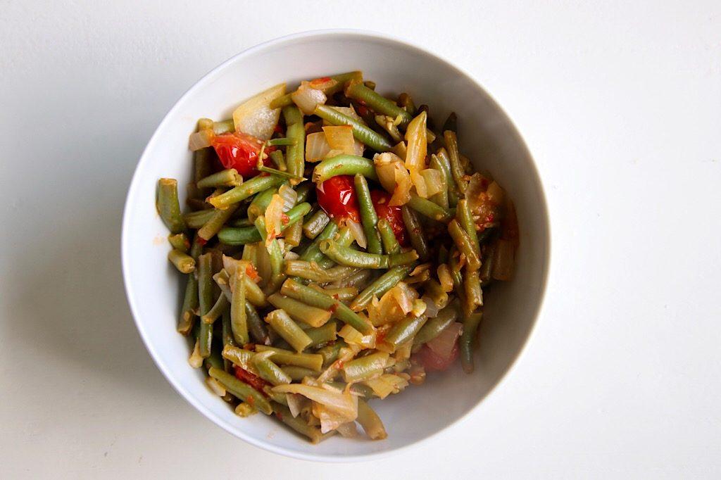 Indonesische sambal boontjes met tomaat